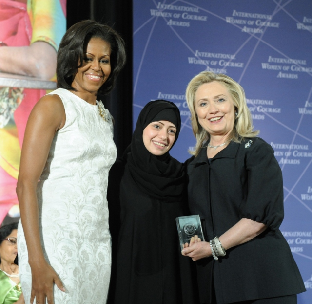 samar_badawi_with_hillary_rodham_clinton_and_michelle_obama_at_2012_iwoc_award_cropped